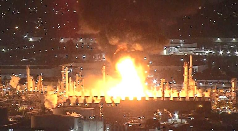 Estalla incendio en la mayor refinería de California